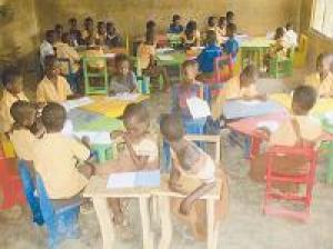 Möblierung von 15 Kindergärten in Ghana
